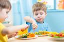 Exposição a múltiplos vegetais versus exposição a vegetal único funciona melhor para aumentar a ingestão em crianças pequenas