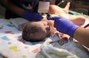 Gel de dextrose oral para prevenção da hipoglicemia neonatal não reduziu a admissão na UTI neonatal em bebês em risco, mas reduziu a hipoglicemia